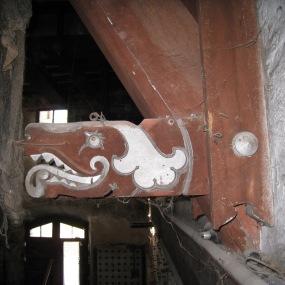 Motiu a les bigues dels baixos de la Casa Dalmases